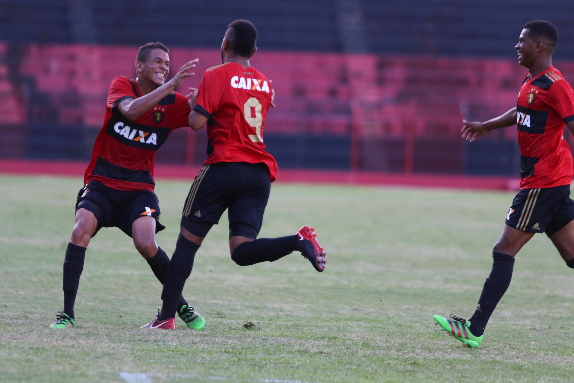 ... Rubro-negros eliminaram o Atlético GO e agora se preparam pra enfrentar  o Corinthians. (Foto  Anderson Freire Sport Club do Recife) f40adf6464285