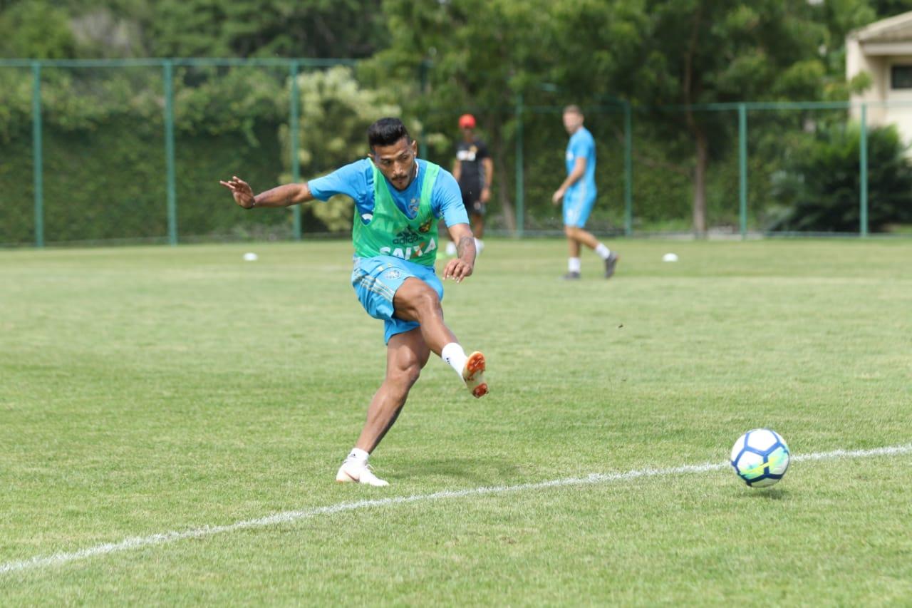 Para Rogério, ataque terá mais mobilidade no jogo contra o Ceará