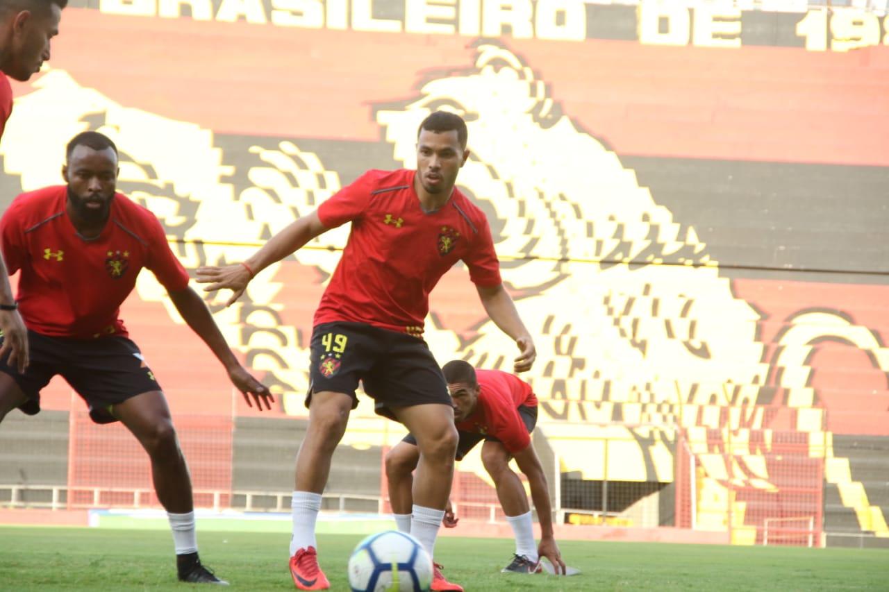 Eduardo Baptista esboça Sport para duelo com o Palmeiras
