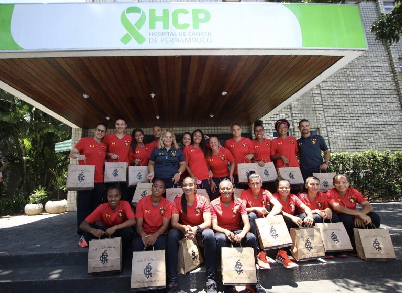 No Outubro Rosa, Leoas visitam o Hospital de Câncer de Pernambuco