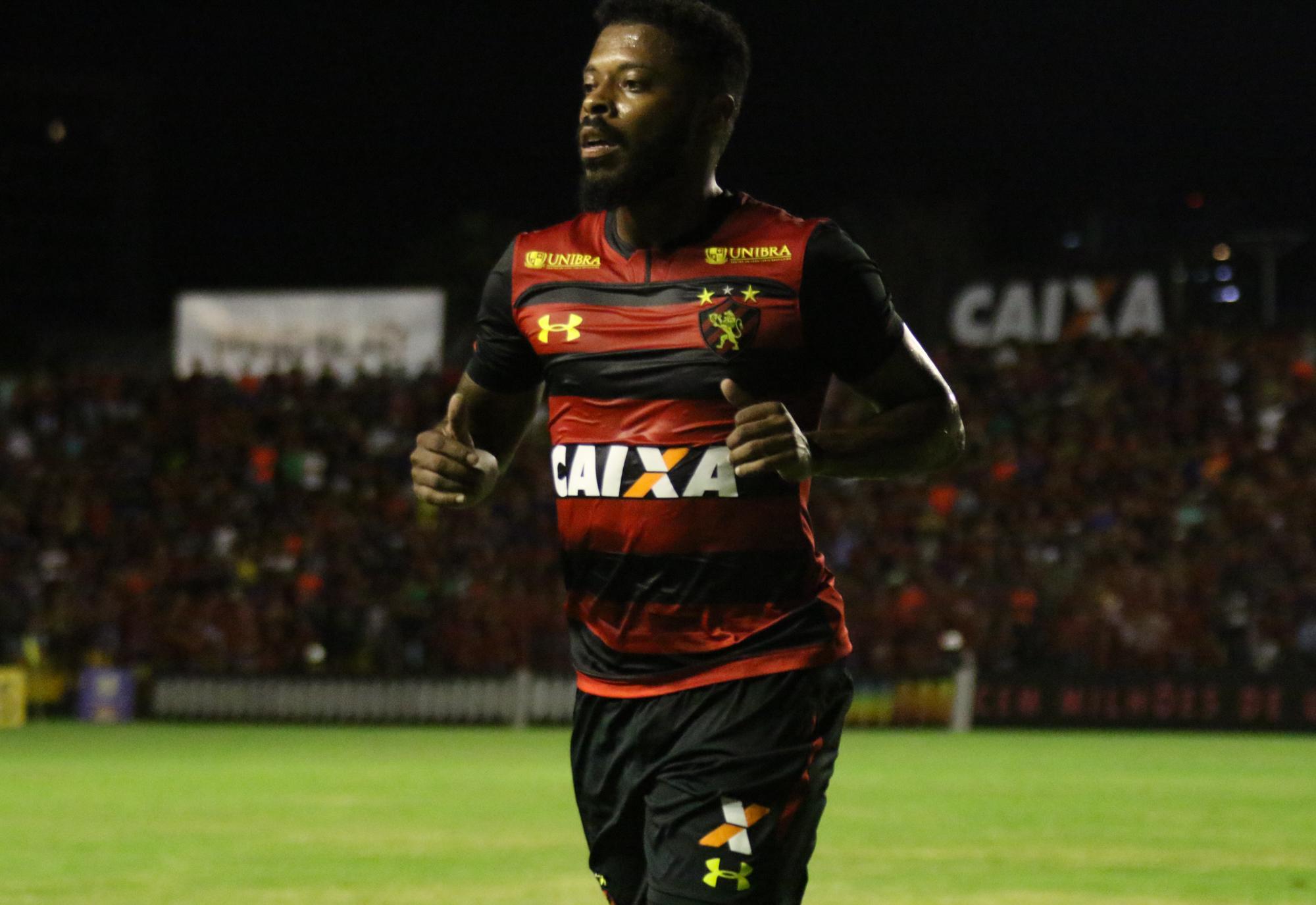 """Michel pronto para enfrentar o Vitória: """"Quero é estar em campo"""""""