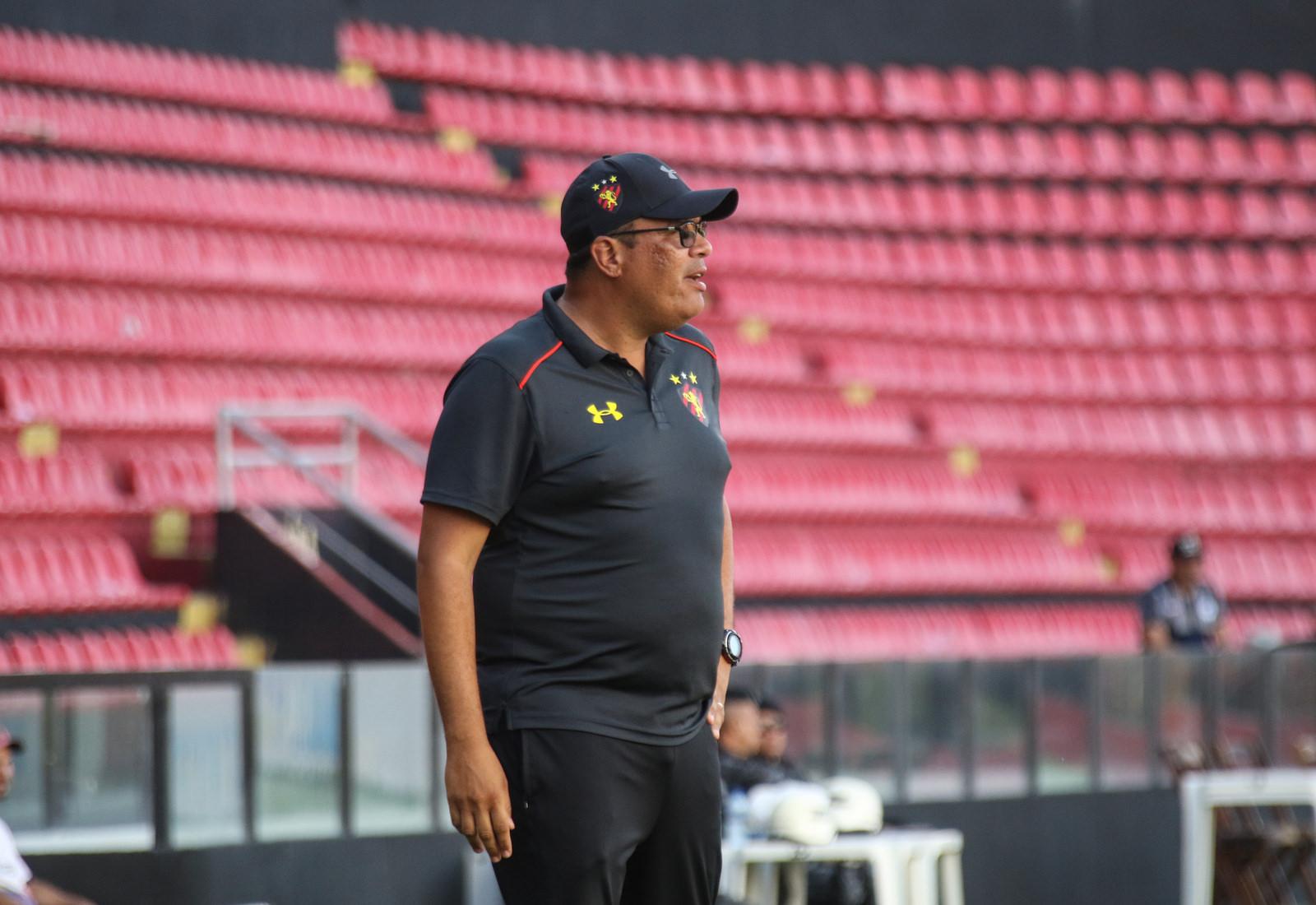 ... Wilton já está analisando adversários do Leão na primeira fase da Copa  SP. (Foto  Williams Aguiar Sport Club do Recife) 13a9e38ca3c2c