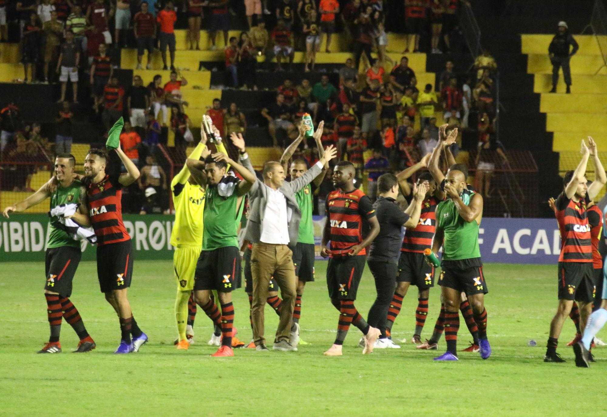 Ilha do Retiro pulsante é arma do Leão na reta final do Brasileiro