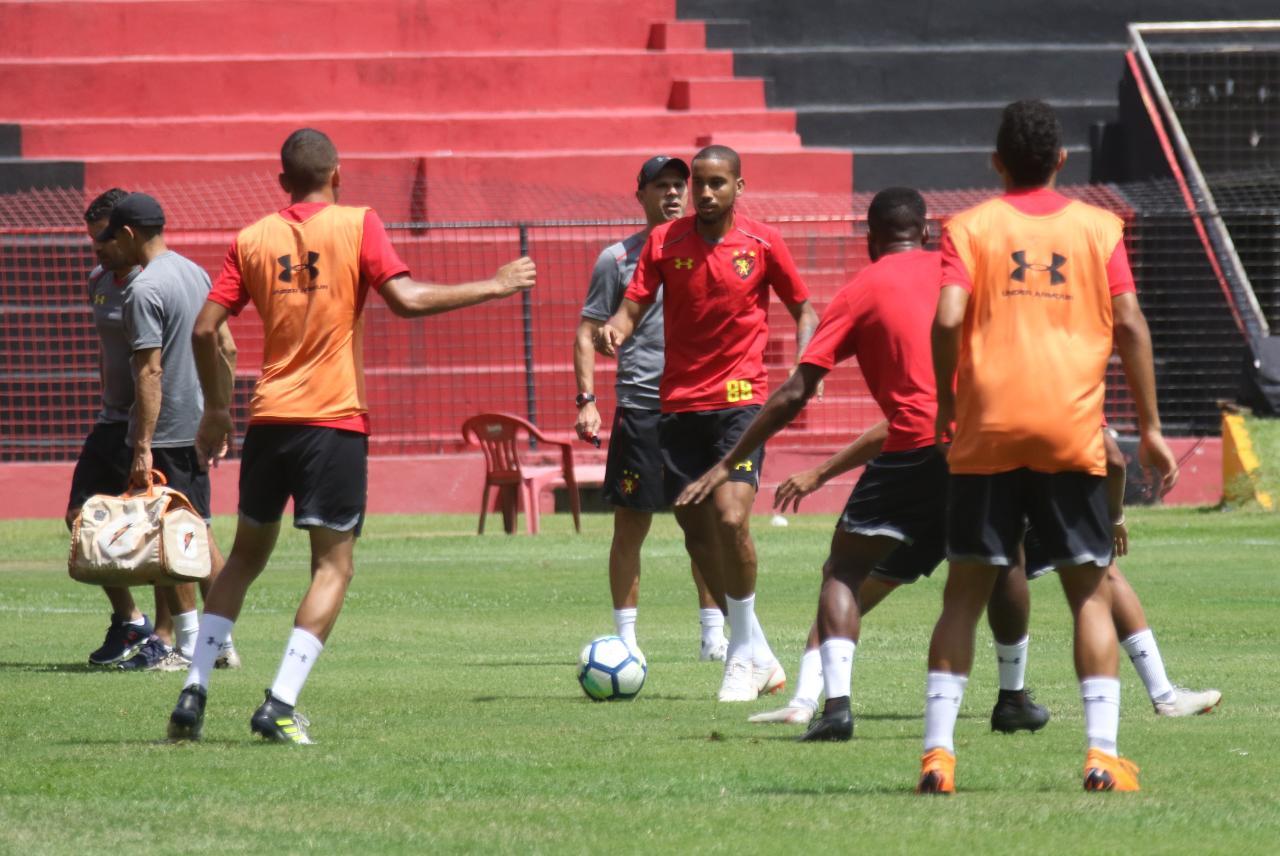 Rubro-negros participam de treino técnico na Ilha do Retiro