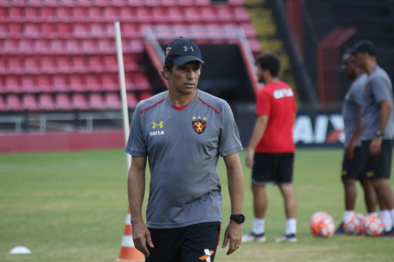 Milton Cruz comunica sua saída do Clube