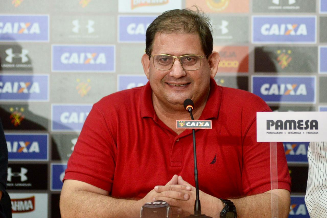 Guto Ferreira é apresentado à imprensa