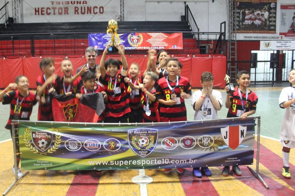 Rubro-negros do futsal sub-9 levam título na Argentina